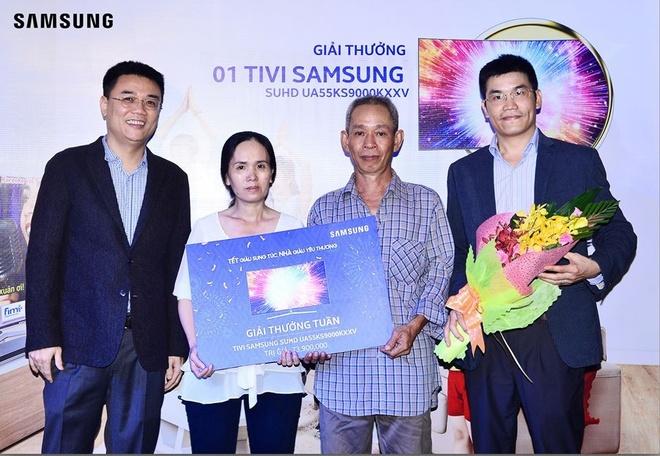 Samsung trao giai Tet ty phu cho 2 khach hang dau tien hinh anh 1