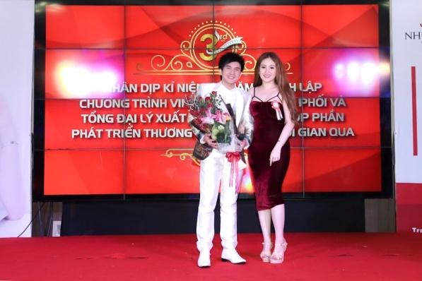 My pham Nhu Minh Tu ky niem 3 nam thanh lap hinh anh 3