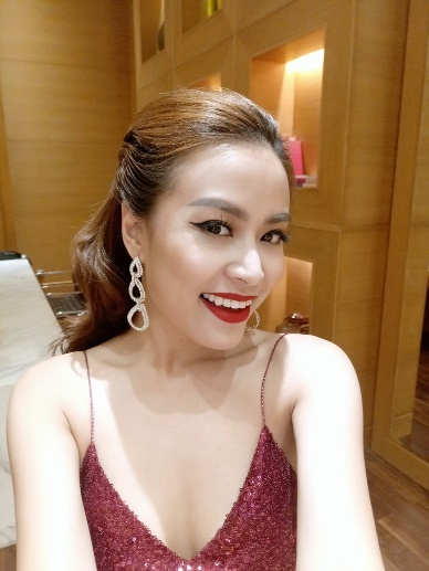 Hoang Thuy Linh dien vay day sexy chup selfie hinh anh 5