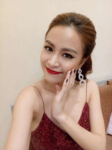 Hoang Thuy Linh dien vay day sexy chup selfie hinh anh 7