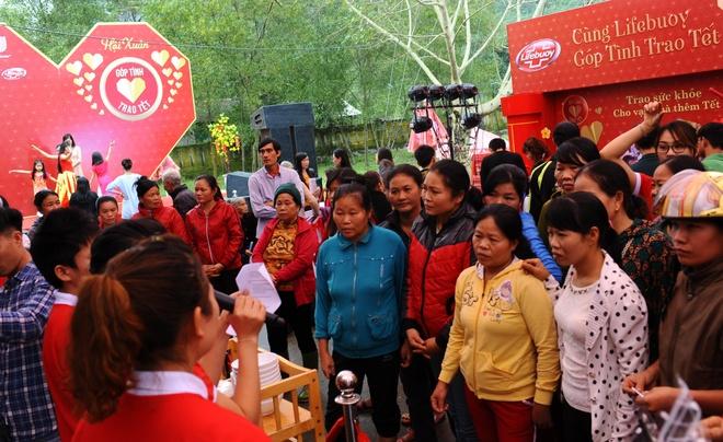 Phan Anh: 'Toi muon trao Tet cho ba con vung lu mien Trung' hinh anh 10