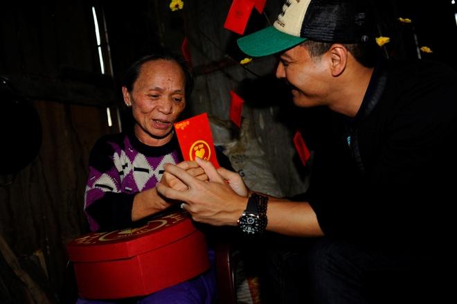 Phan Anh: 'Toi muon trao Tet cho ba con vung lu mien Trung' hinh anh 5