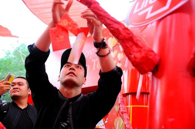 Phan Anh: 'Toi muon trao Tet cho ba con vung lu mien Trung' hinh anh 6