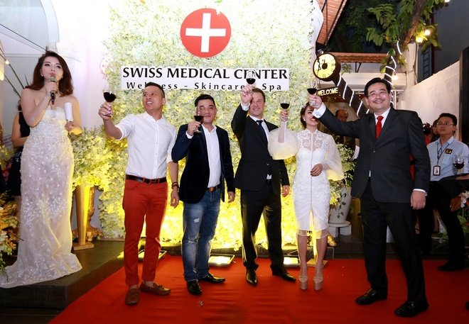 Mai Thu Huyen quyen ru du khai truong Swiss Medical Center hinh anh 10