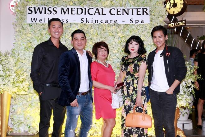 Mai Thu Huyen quyen ru du khai truong Swiss Medical Center hinh anh 6