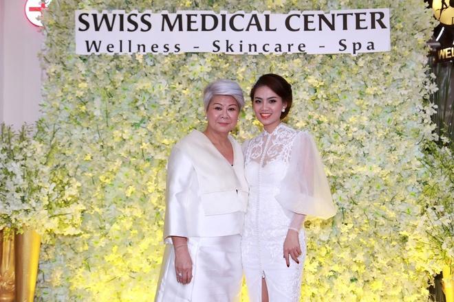 Mai Thu Huyen quyen ru du khai truong Swiss Medical Center hinh anh 7