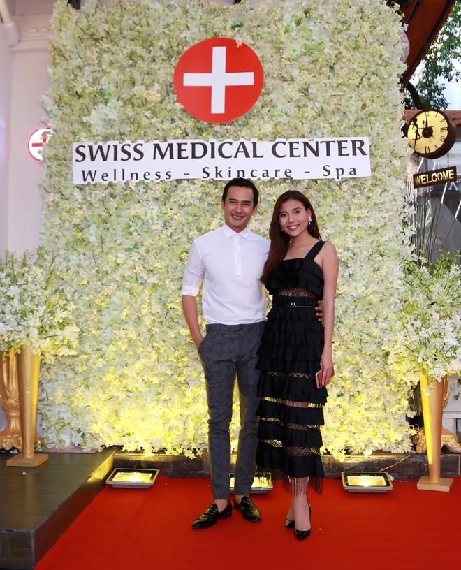 Mai Thu Huyen quyen ru du khai truong Swiss Medical Center hinh anh 3