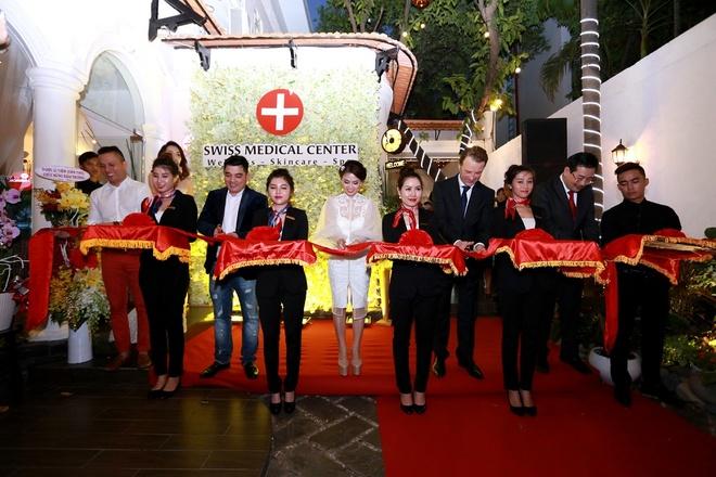 Mai Thu Huyen quyen ru du khai truong Swiss Medical Center hinh anh 8