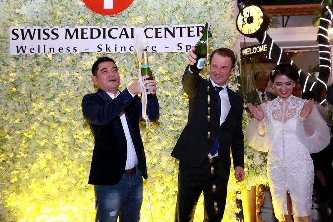 Mai Thu Huyen quyen ru du khai truong Swiss Medical Center hinh anh 9