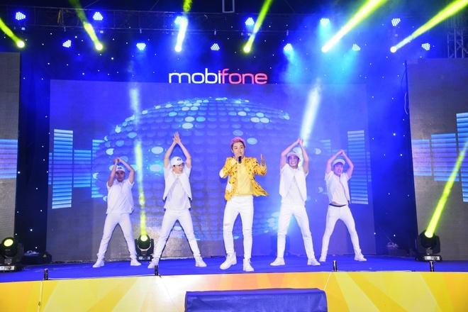 Mobifone to chuc chuong trinh ca nhac cho cong nhan hinh anh 3