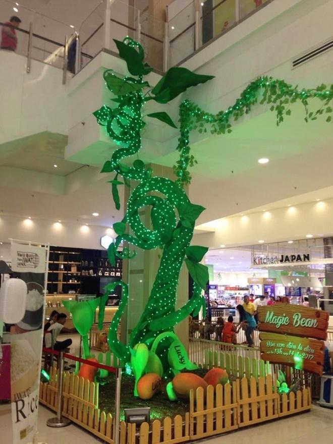 AEON Mall Tan Phu Celadon noi bat voi doan tau vang 250 tuoi hinh anh 3