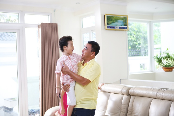 Gia dinh Quyen Linh: No luc gan con tu nhung viec nho hinh anh 1