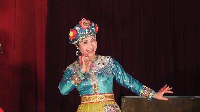 Hat chau van lan dau 'len song' tai hoi cho hoa xuan hinh anh 1