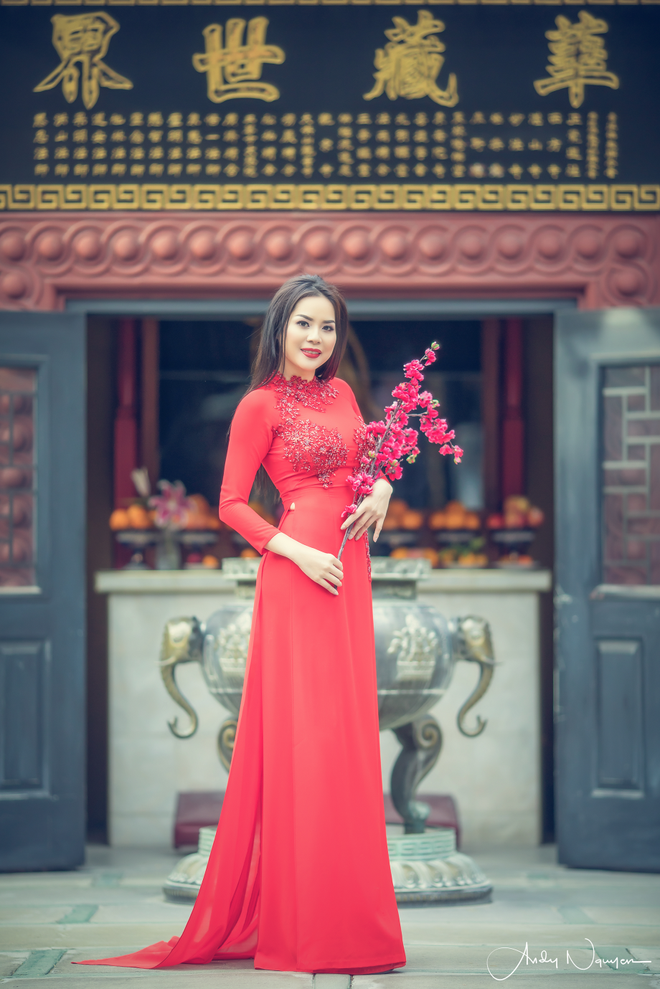 Hoa hau Nguoi Viet The gioi 2017 di le chua dau nam hinh anh 4