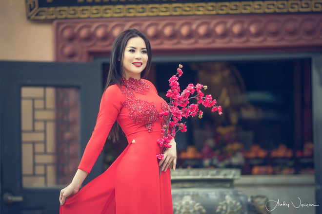 Hoa hau Nguoi Viet The gioi 2017 di le chua dau nam hinh anh 6