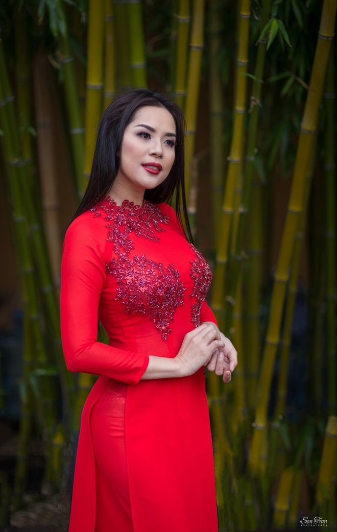 Hoa hau Nguoi Viet The gioi 2017 di le chua dau nam hinh anh 7