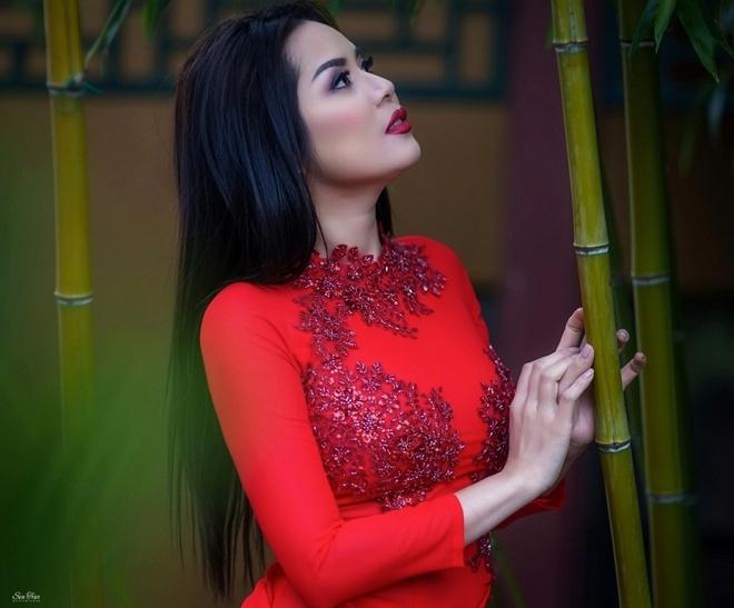 Hoa hau Nguoi Viet The gioi 2017 di le chua dau nam hinh anh 8