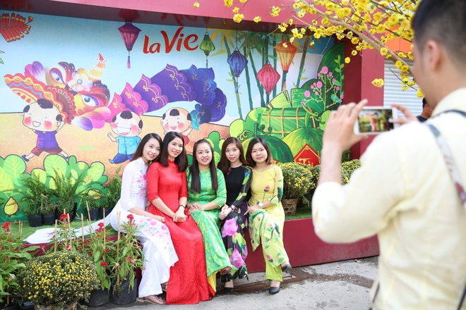 Gioi tre Sai Gon hao huc check-in khong gian Tet co truyen hinh anh 9