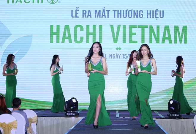 A hau Huyen My, Tu Anh, Hong Dang du le ra mat my pham Hachi hinh anh 4