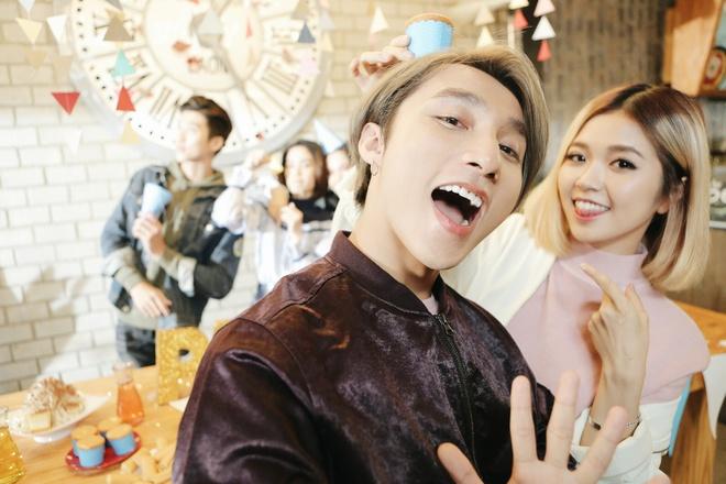 Son Tung M-TP nhi nho selfie cung Suni Ha Linh hinh anh 1