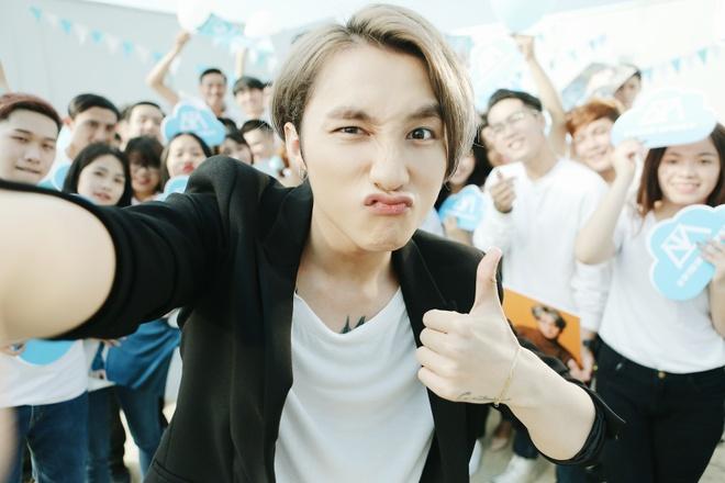 Son Tung M-TP nhi nho selfie cung Suni Ha Linh hinh anh 3