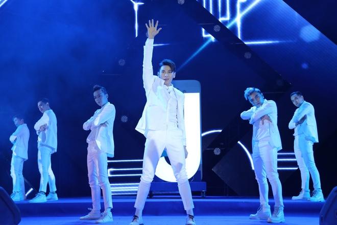 Soobin Hoang Son, Isaac, Dong Nhi bung no trong dem nhac o Binh Phuoc hinh anh 7