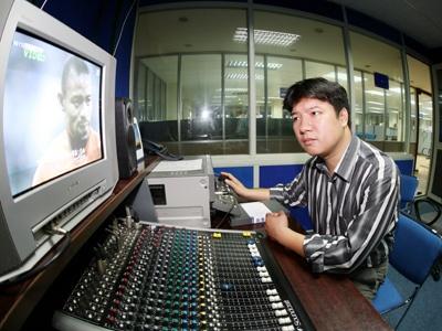 BLV Quang Huy: 'Internet thay doi cach dua tin the thao' hinh anh