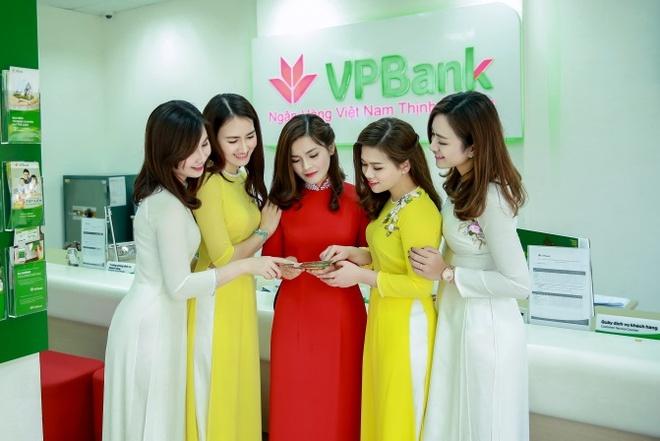 Phai dep khoe dang tren pho voi ao dai trong dip 8/3 hinh anh 13