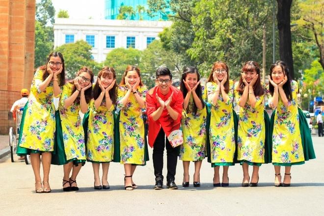 Phai dep khoe dang tren pho voi ao dai trong dip 8/3 hinh anh 10