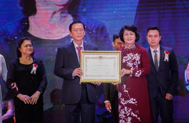 Nem Van Thanh don nhan Huan chuong Lao dong hang nhi hinh anh 1