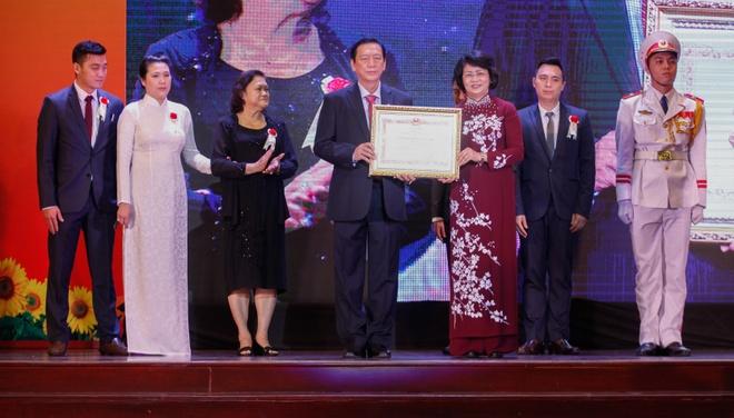 Nem Van Thanh don nhan Huan chuong Lao dong hang nhi hinh anh 2