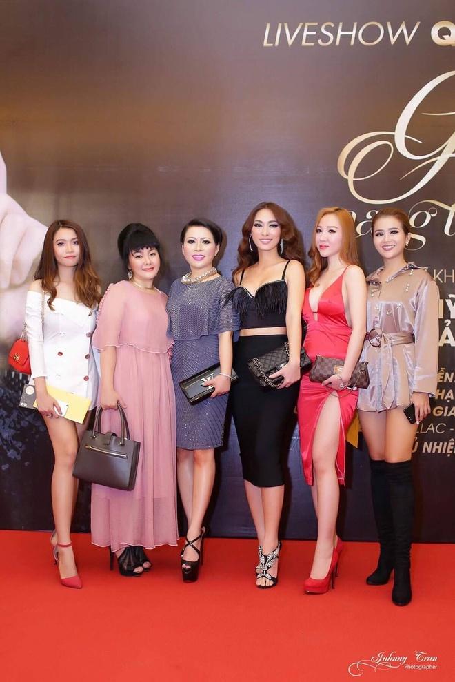 Hoa hau Kristine Thao Lam lai xe sang di xem liveshow hinh anh 6