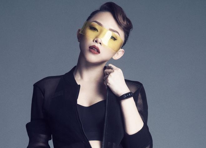 Toc Tien nang dong, goi cam trong trang phuc la hinh anh