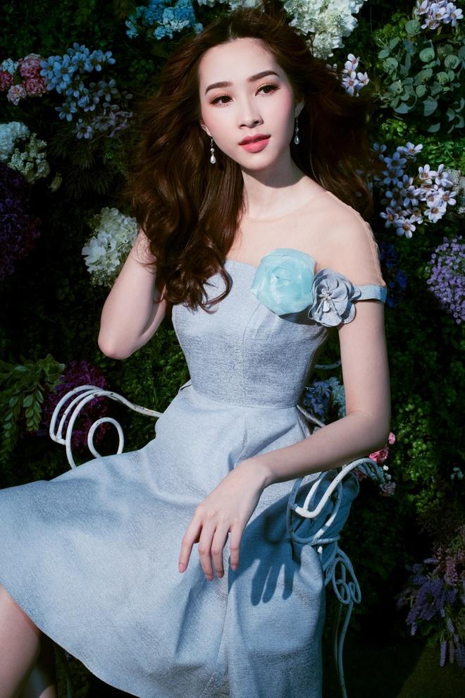 HH Dang Thu Thao tiep tuc lam dai su Elise 2017 trong BST da sac hoa hinh anh 1