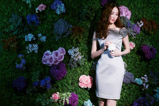 HH Dang Thu Thao tiep tuc lam dai su Elise 2017 trong BST da sac hoa hinh anh 4