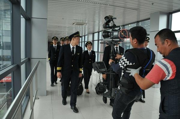 Hau truong MV 'Bay len Viet Nam' cua thanh nien Vietnam Airlines hinh anh 3