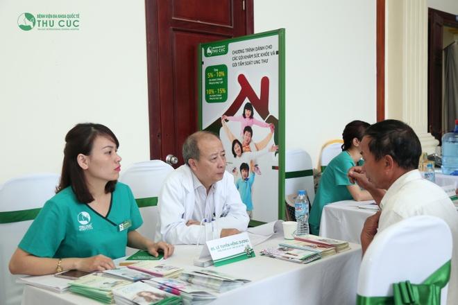 Nguoi dan Thanh Hoa ngoi hang dai doi kham tam soat ung thu mien phi hinh anh 2