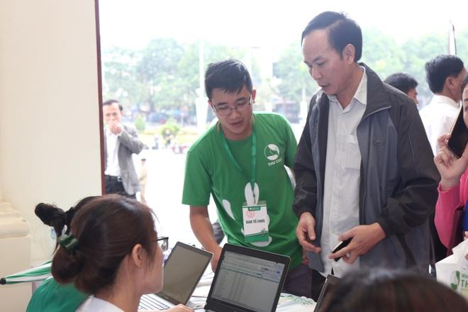 Nguoi dan Thanh Hoa ngoi hang dai doi kham tam soat ung thu mien phi hinh anh 4