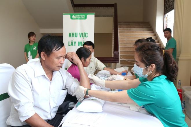 Nguoi dan Thanh Hoa ngoi hang dai doi kham tam soat ung thu mien phi hinh anh 5