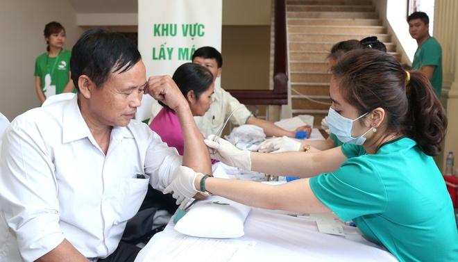 Nguoi dan Thanh Hoa ngoi hang dai doi kham tam soat ung thu mien phi hinh anh