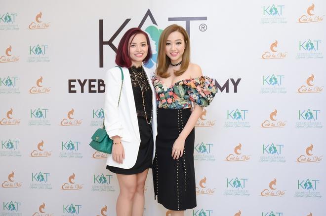 Kat Cosmetic Surgery va hoc vien Duc dao tao dieu khac chan may hinh anh 5