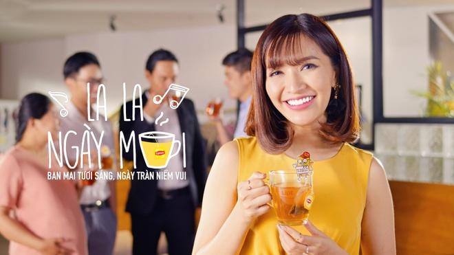 Bich Phuong van la co nang 'gai xinh chang so mot minh' trong MV moi hinh anh 1