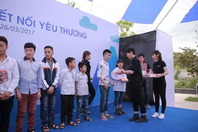 Phan Anh, Thien Minh tiep suc cho tre em Tay Bac hinh anh 7