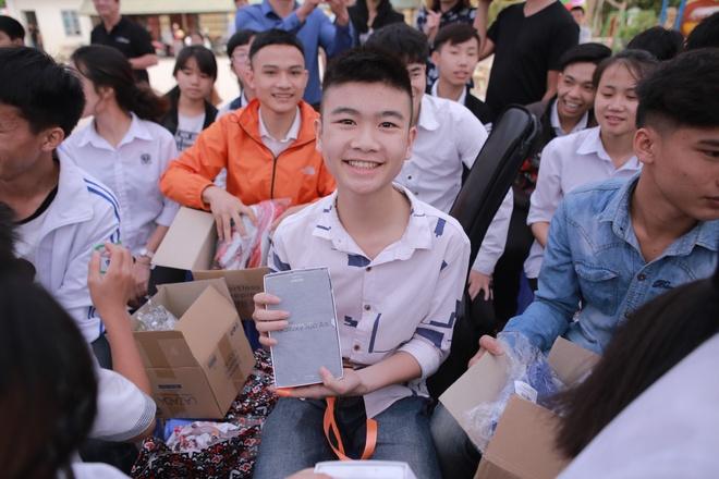Phan Anh, Thien Minh tiep suc cho tre em Tay Bac hinh anh 9