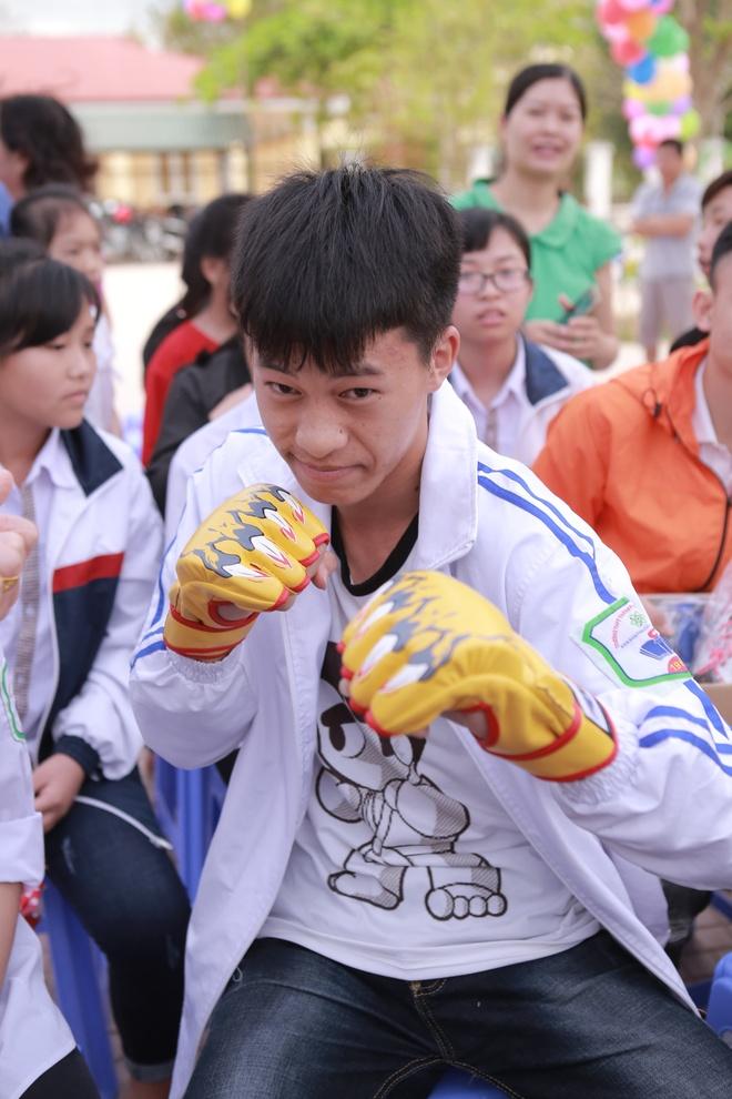 Phan Anh, Thien Minh tiep suc cho tre em Tay Bac hinh anh 4