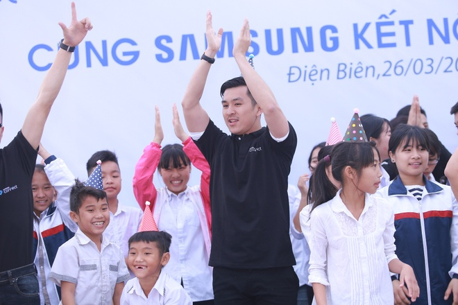 Phan Anh, Thien Minh tiep suc cho tre em Tay Bac hinh anh 3