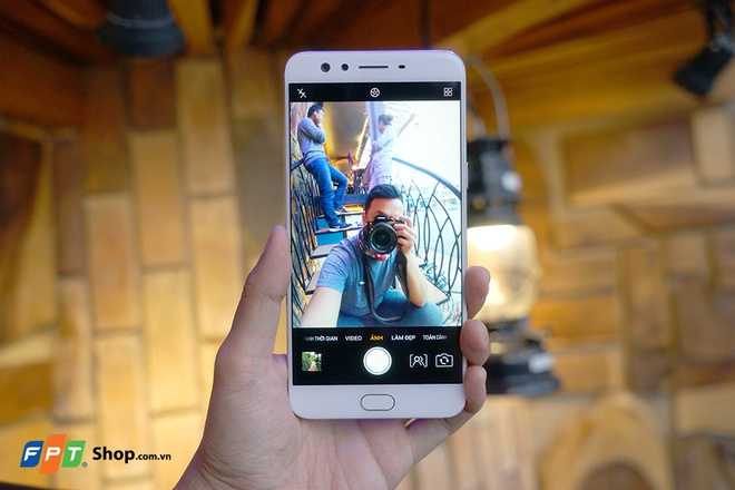 FPT Shop tang 700.000 dong cho khach mua Oppo F3 Plus hinh anh 1
