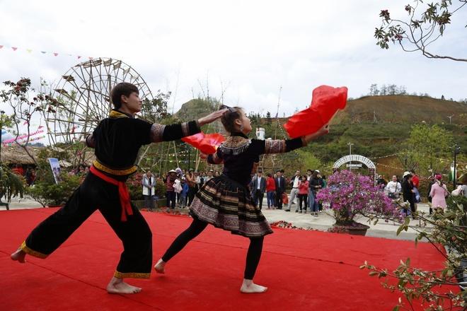 Muon hoa khoe sac tai Le hoi hoa do quyen Fansipan Legend hinh anh 9