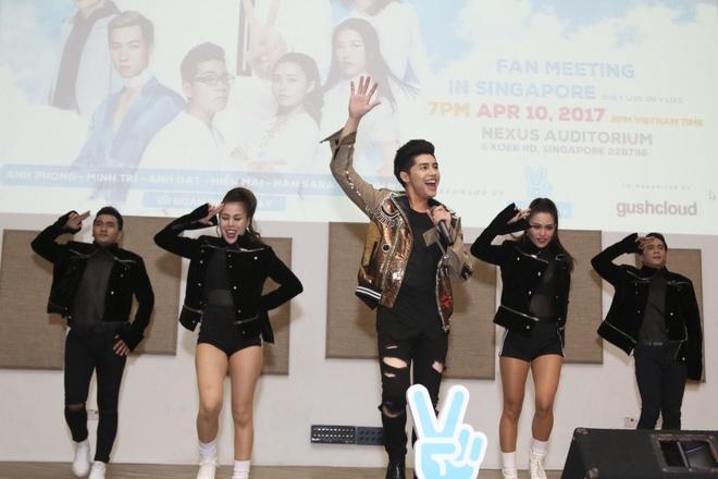 Noo Phuoc Thinh hat hang loat ban hit tai mini concert Singapore hinh anh 5