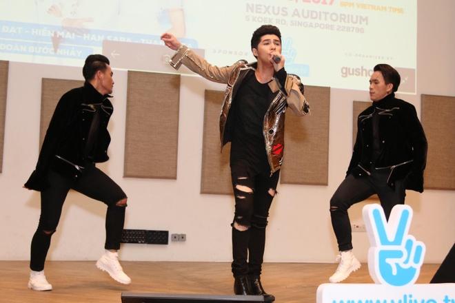 Noo Phuoc Thinh hat hang loat ban hit tai mini concert Singapore hinh anh 6